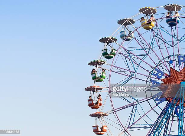 old ferris wheel - ferris wheel stock pictures, royalty-free photos & images