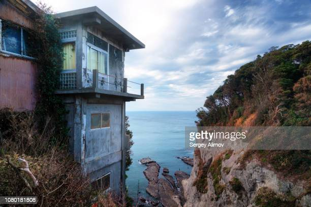 old fisher houses staying on the cliff edge, enoshima, japan - run down stock pictures, royalty-free photos & images