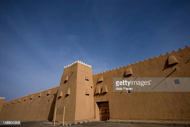 old fortress of ha'il. - fortress stock pictures, royalty-free photos & images