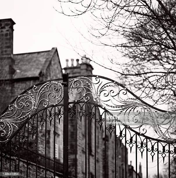 old gate, durham - traditional anglosaxon gate, closed, with mansion - marcoventuriniautieri stock pictures, royalty-free photos & images