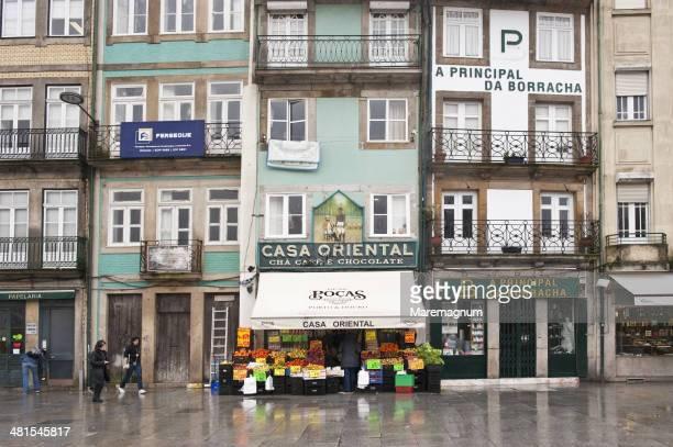 "old grocery ""casa oriental"" at rua do carmo - rua stock-fotos und bilder"