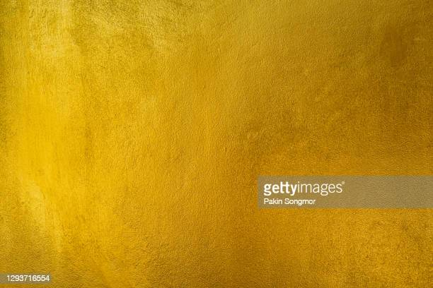 old grunge golden wall, yellow texture background. - or couleur photos et images de collection