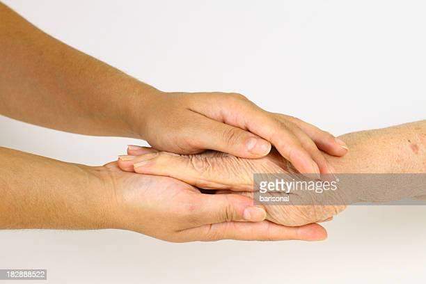 Old mano de joven manos