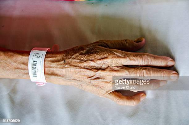old hand - armband stock-fotos und bilder