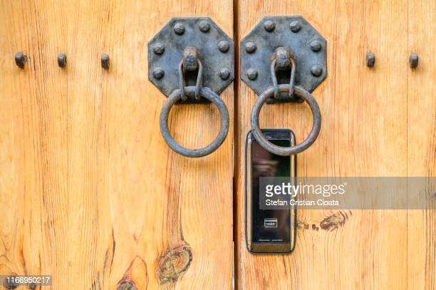 old handlers modern lock - cristian neri foto e immagini stock