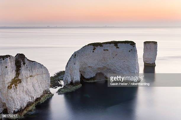 old harry rocks, the foreland or handfast point, studland, isle of purbeck, dorset, england, united kingdom, europe - gavin hellier stock pictures, royalty-free photos & images