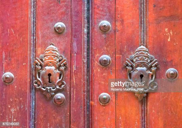 old havana, cuba: vintage colonial wooden door with key hole and metallic rivets - old havana stock pictures, royalty-free photos & images