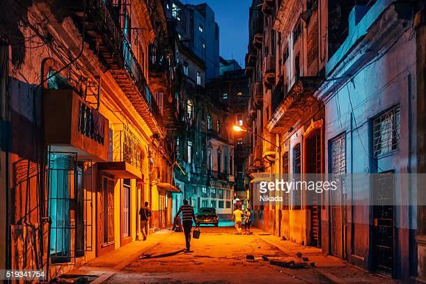 Habana vieja calles por la noche