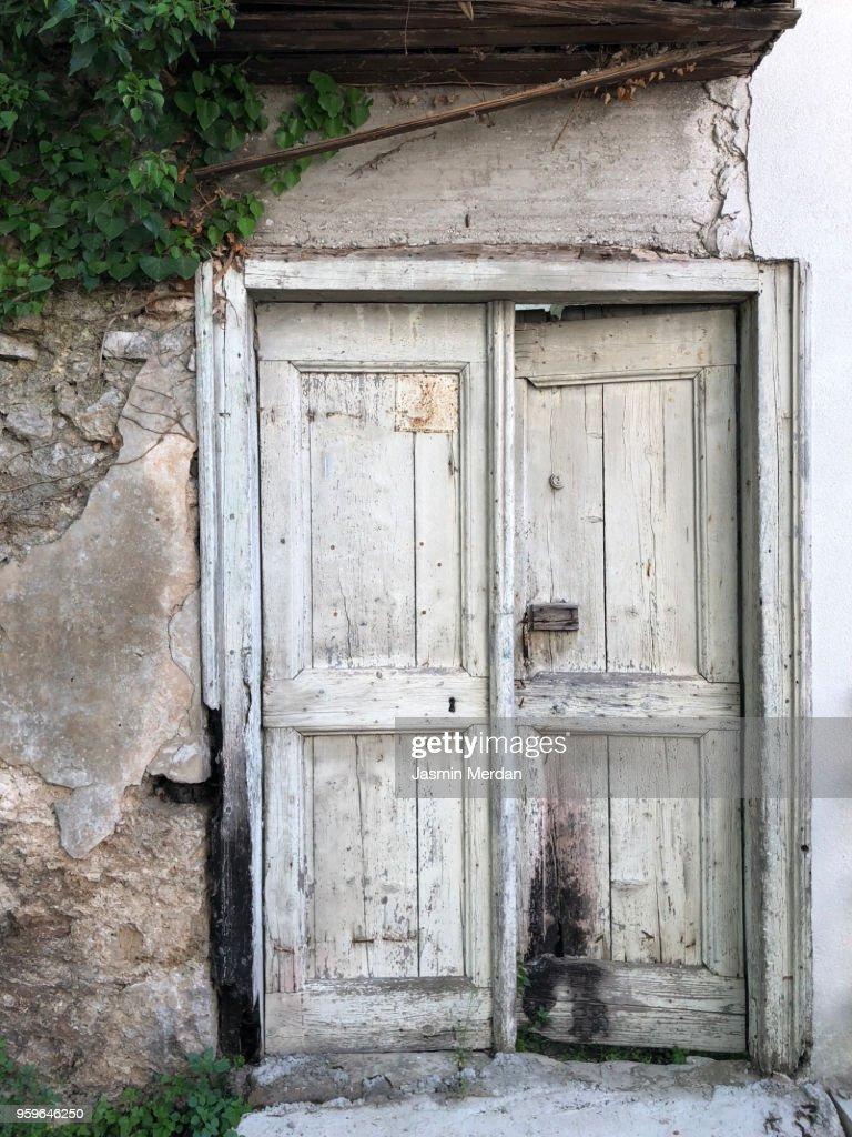 Old house door : Stock-Foto