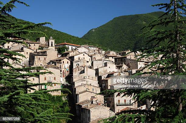 old houses in town on green hill against clear sky - molise foto e immagini stock