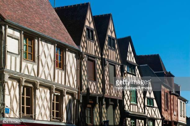 old houses, place gordaine, bourges,cher,france - bourges imagens e fotografias de stock