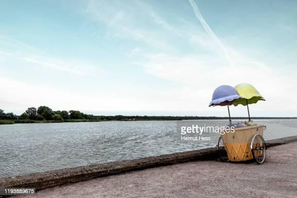 old ice cream cart - ウセドム ストックフォトと画像