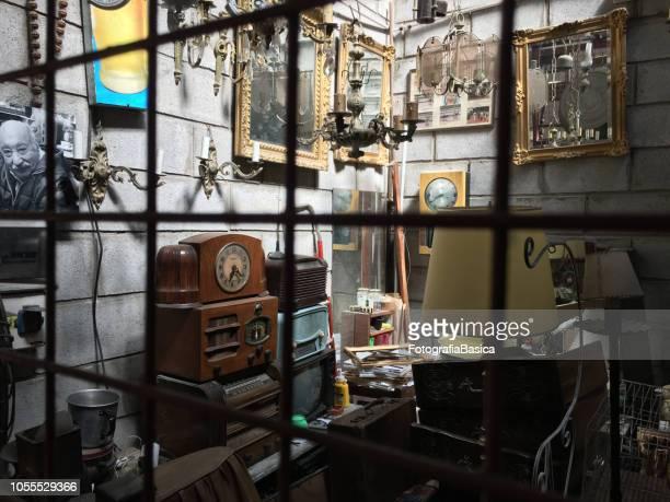 フリー マーケットでの販売のための古いアイテム - 中南米 ストックフォトと画像