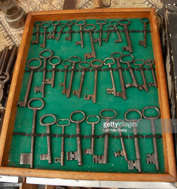 old keys for sale in case in marketplace - lyn holly coorg stock pictures, royalty-free photos & images