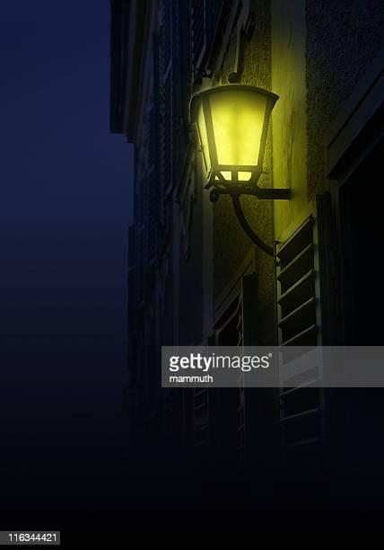 旧ランタンの夜 - ガス燈 ストックフォトと画像