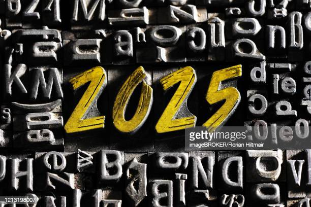 old lead letters with golden writing show the word 2025, germany - この撮影のクリップをもっと見る 2025 stock pictures, royalty-free photos & images
