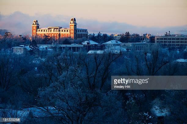old main on university of arkansas campus - arkansas fotografías e imágenes de stock