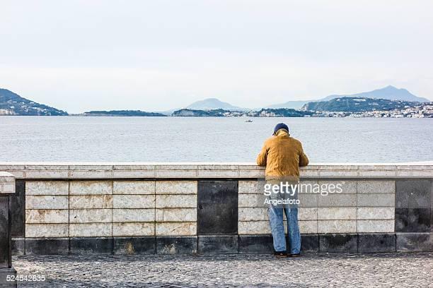 老人男性の海