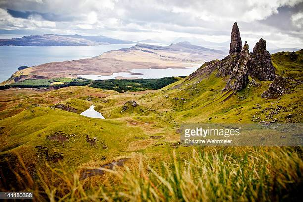 old man of storr in isle of skye - christine wehrmeier stock pictures, royalty-free photos & images
