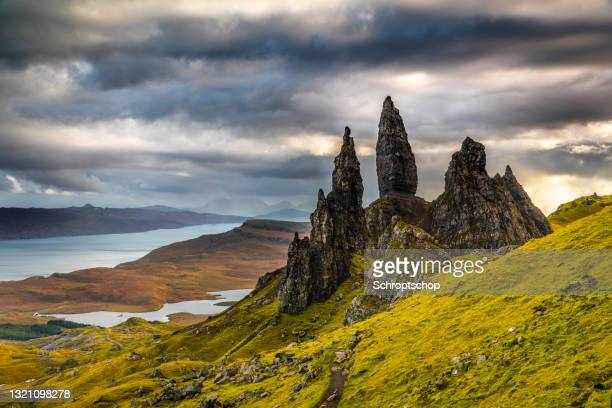 old man of storr - dramatic landscape stock pictures, royalty-free photos & images