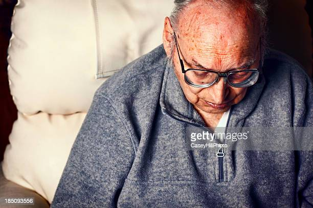 old hombre - eutanasia fotografías e imágenes de stock