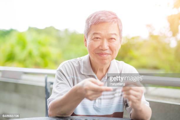 vieil homme prévention du diabète