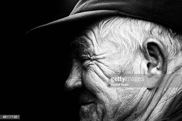 old man profile - wrinkled stock pictures, royalty-free photos & images