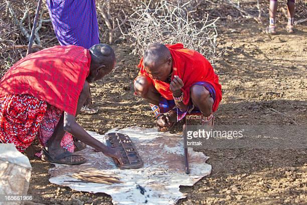 Old masaj hombres jugando ubao.