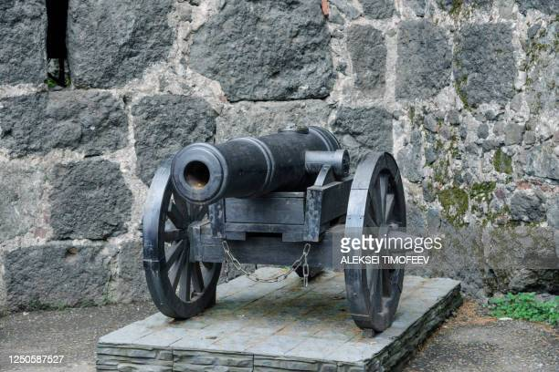 old medieval cannon for firing on the stone pedestal. - キャノン ストックフォトと画像