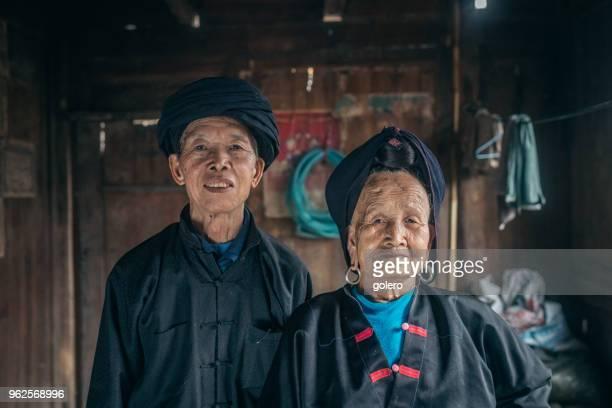 casal de chineses velhos minoria - tradição - fotografias e filmes do acervo