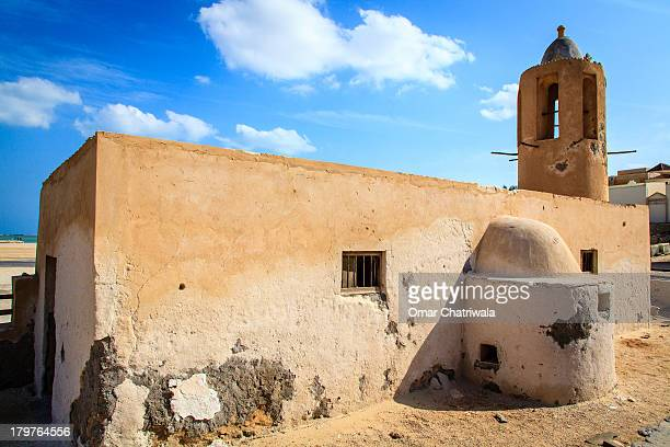old mosque by the water - al khor ストックフォトと画像