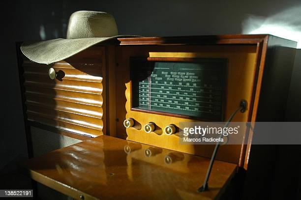old music player with capeline ontop - radicella stockfoto's en -beelden