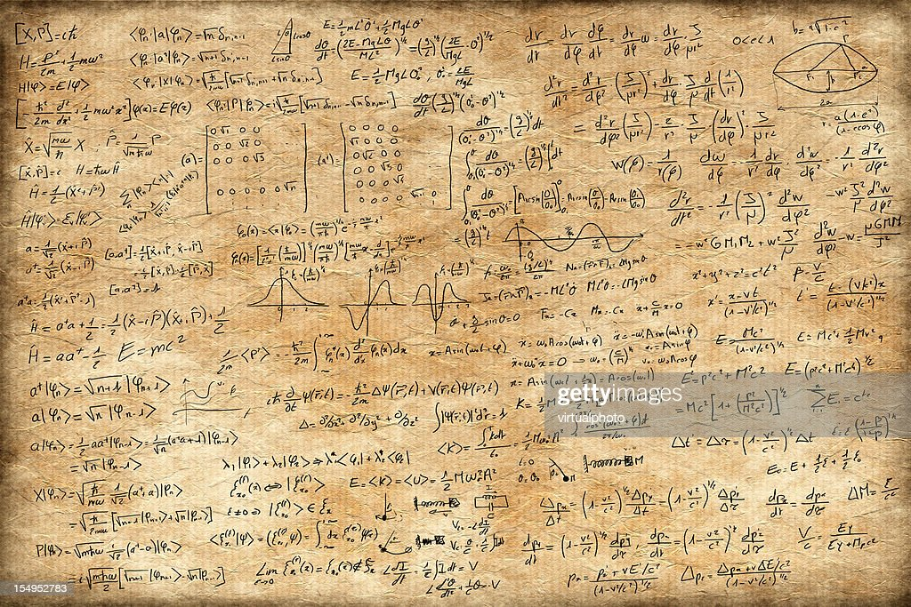 Old paper full of equations : Stockfoto