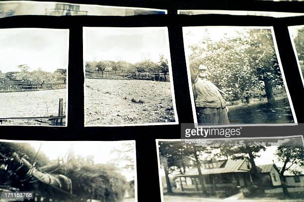 Antigua álbum de foto blanco y negro de las instantáneas