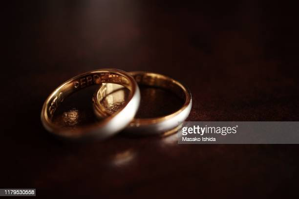 old platinum gold engraved rings - engraving stock pictures, royalty-free photos & images