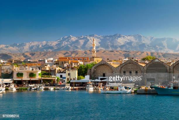 old port, chania, crete, greece - creta fotografías e imágenes de stock