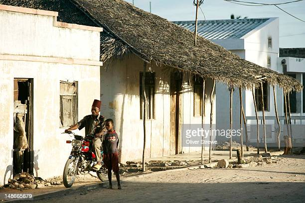 old portuguese colonial stone town on the ilha de mozambique. it has been in continuous use since the 16th century and is now world heritage listed. - mozambique stock pictures, royalty-free photos & images