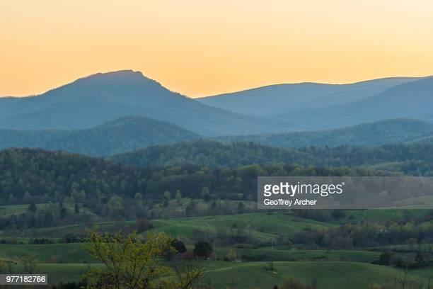 old rag mountain, old rag, the blue ridge mountains, georgia, usa - appalachia stock pictures, royalty-free photos & images