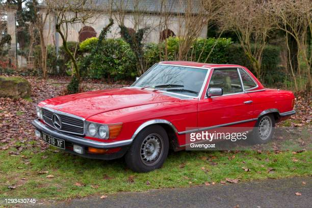 old red mercedes-benz 280sl - gwengoat stock pictures, royalty-free photos & images