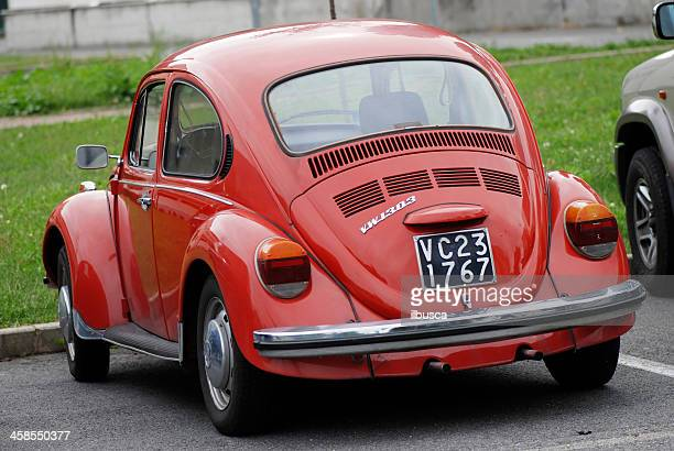 Velho vermelho Volkswagen Beetle na rua