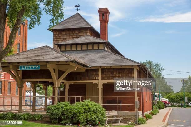 antigua estación de ferrocarril restaurada en lititz pennsylvania - pensilvania fotografías e imágenes de stock