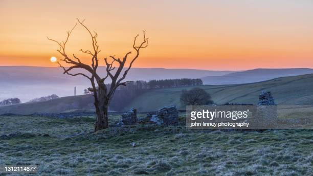 old ruin sunrise above hope valley, peak district. uk - peak district national park stock pictures, royalty-free photos & images