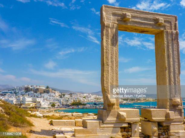 old ruins against blue sky - naxos stockfoto's en -beelden