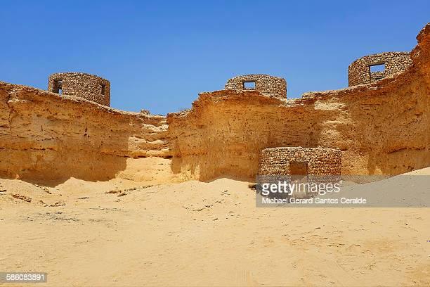 old ruins at zekreet qatar - qatar desert stock photos and pictures