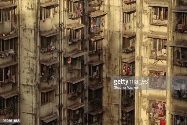 old run down block of flats, mumbai, india - indian slums stock pictures, royalty-free photos & images