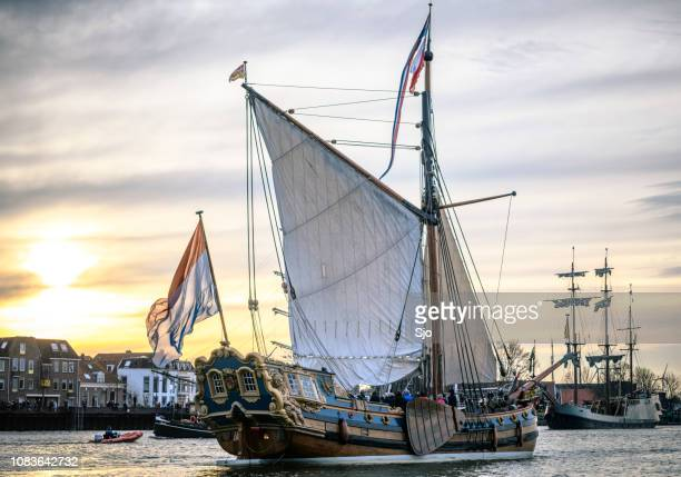 old sailing ship at the river ijssel during the 2018 sail kampen event - veliero foto e immagini stock