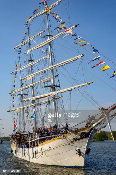 """old sailing ship at the river ijssel in kampen - """"sjoerd van der wal"""" or """"sjo"""" stock pictures, royalty-free photos & images"""