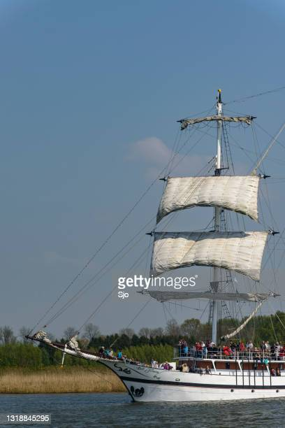 """old sailing ship at the river ijssel - """"sjoerd van der wal"""" or """"sjo"""" stock pictures, royalty-free photos & images"""