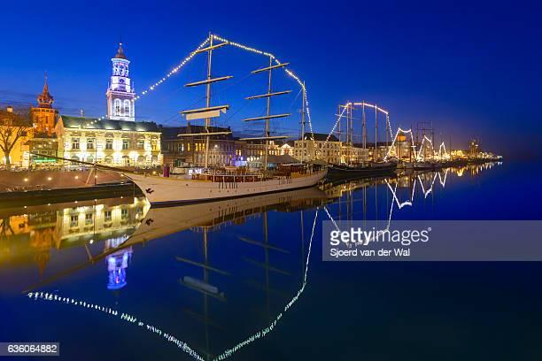 old sailing ships at river ijssel in kampen at night - sjoerd van der wal stock pictures, royalty-free photos & images