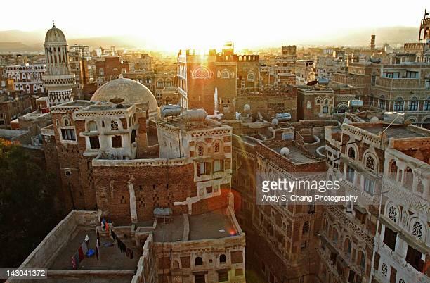 old sana'a, yemeni cityscape - イエメン ストックフォトと画像